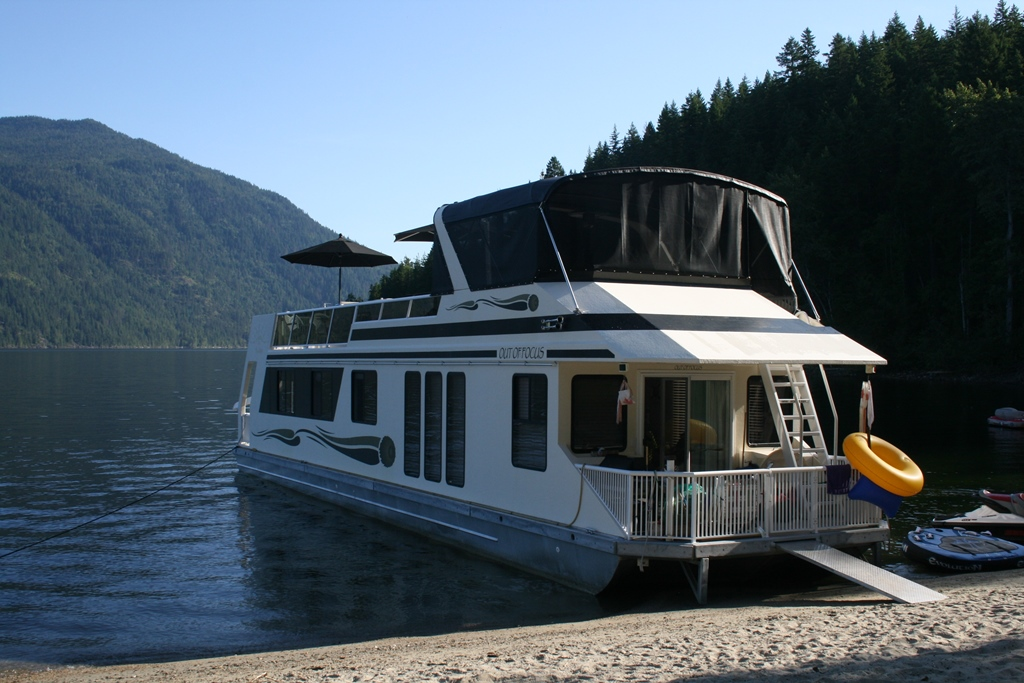 2003 Custom Three Buoys Houseboat Image