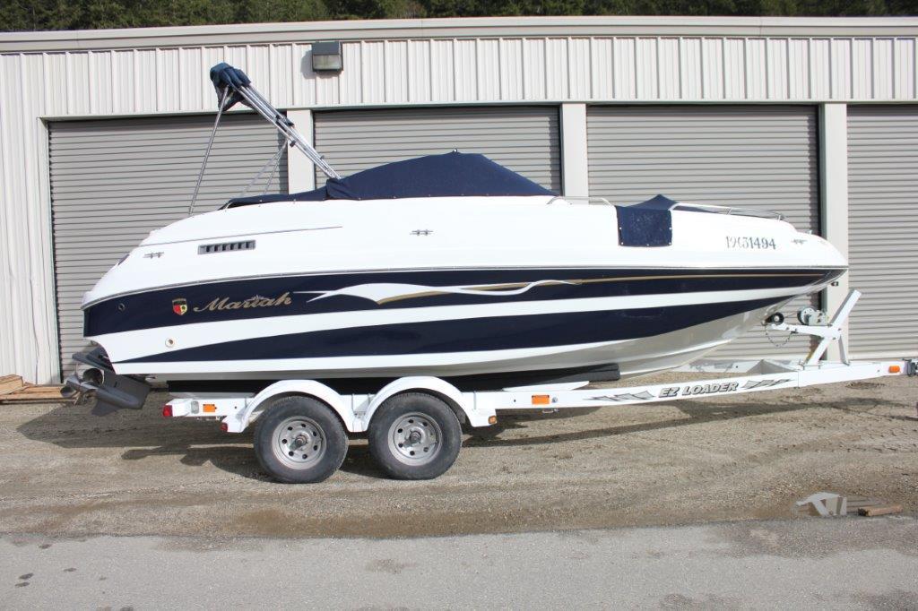 2001 Mariah Deck Boat Image